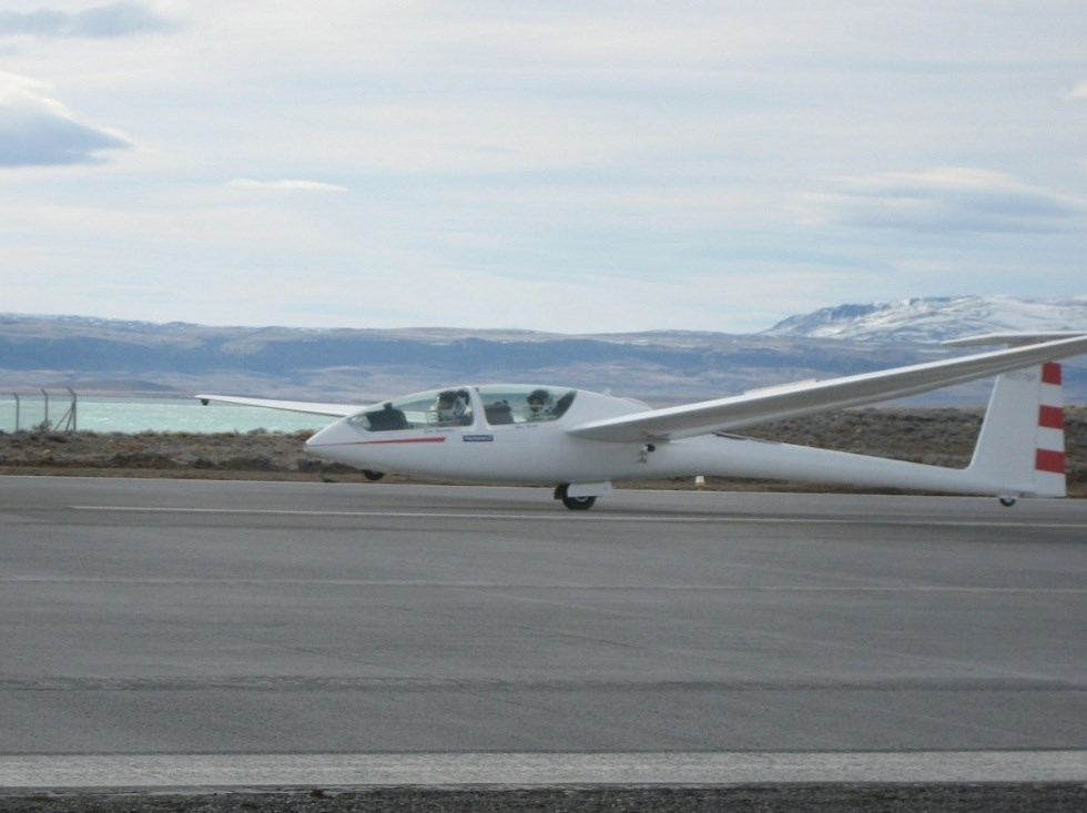 Perlan Glider Landing - Powers Unlimited