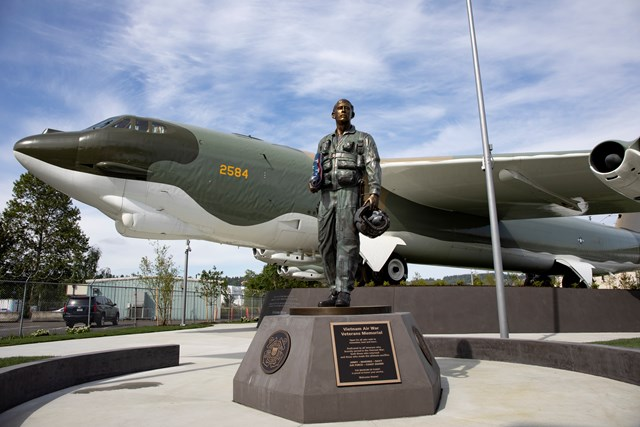 B52 and Statue