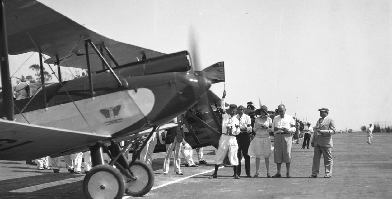 People inspecting a line-up of planes during the first Women's Air Derby, Clover Field, California, 1929. - The David D. Hatfield Collection/The Museum of Flight