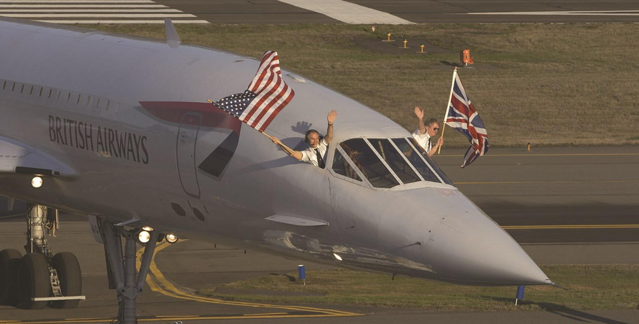 The Museum's Concorde (G-BOAG) arriving at the Museum in November 2004