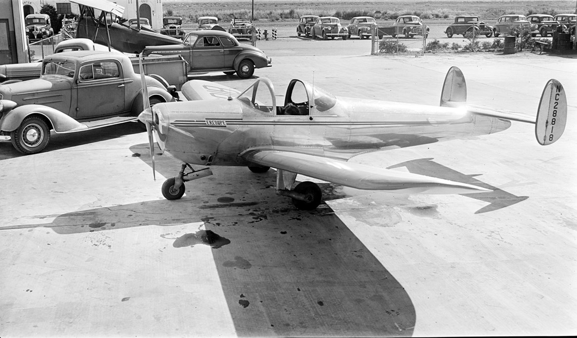 An Erco 415-C Ercoupe at Oakland Airport in 1941