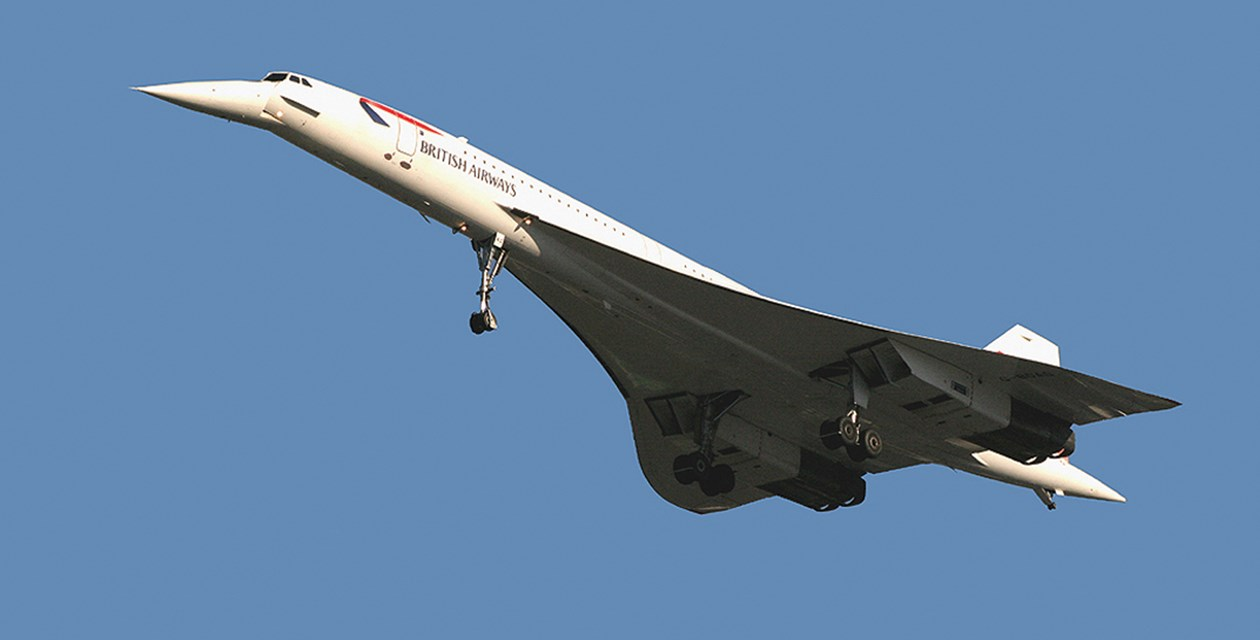 The Museum's Concorde (G-BOAG) arriving at the Museum in November 2003