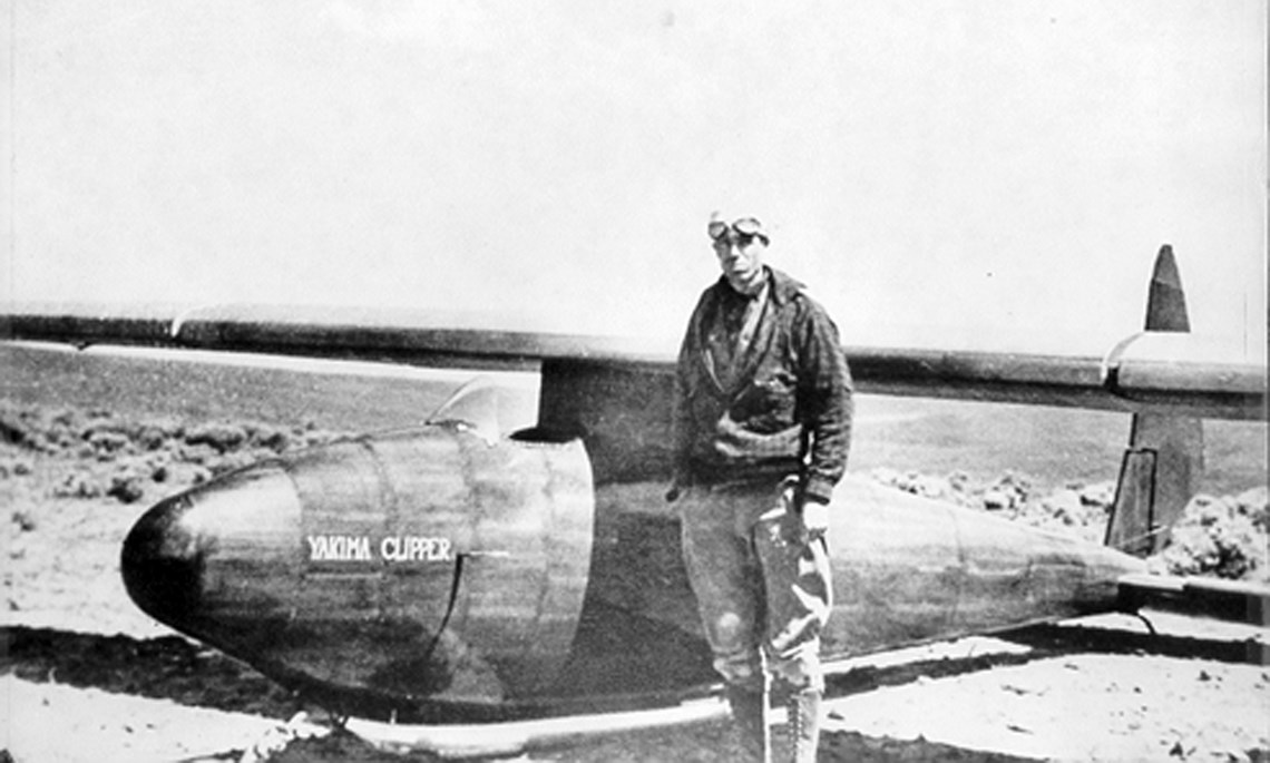 Charlies McAllister and the McAllister Yakima Clipper Glider just before takeoff on the World Endurance Record Trial on June 16, 1933, at Badger Gap, Washington