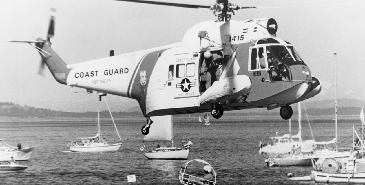 The Museum's Sikorsky (USA) HH-52 Seaguard engaging in rescue operation practice with the US Coast Guard