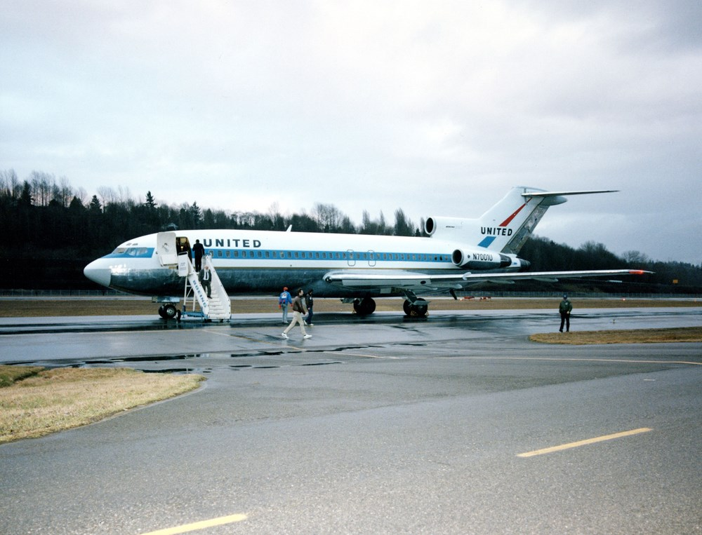 The Museum's Boeing 727-022 arriving at the Museum